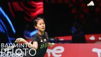 Pebulu tangkis Indonesia, Putri Kusuma Wardani melawan pebulu tangkis Prancis, Loonice Huet pada matchday kedua Piala Uber 2020 di Ceres Arena, Aarhus, Denmark, Senin (11/10/2021). (Badminton Photo/Yves Lacroix)