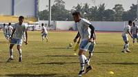 Fabiano Beltrame saat masih latihan di Persib B (Blitar United). (Bola.com/Erwin Snaz)