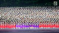 Penari menampilkan tari Ratoeh Jaroe dari Aceh pada pembukaan Asian Games 2018 di Stadion Gelora Bung Karno, Jakarta, (18/8). Nyanyian tari yang berjudul Assalamualaikum itu menandai dimulainya upacara pembukaan Asian Games. (Liputan6.com/ Fery Pradolo)
