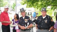 Pensiunan Sheriff Geauga County Dan McClelland dan anjing polisi, Midge. (dok. Twitter @GeaugaSherrif/ https://twitter.com/GeaugaSheriff/status/1382375610371207169/photo/1/Dinny Mutiah)