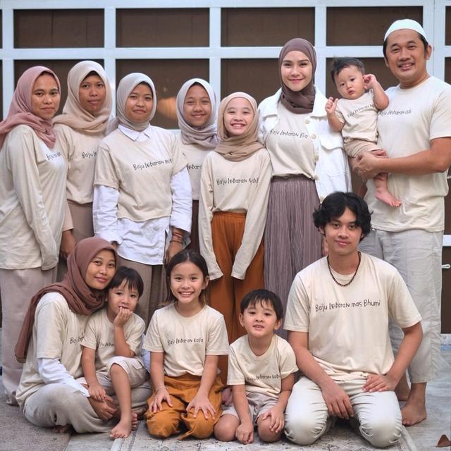 Keluarga Hanung Bramantyo - Zaskia Adya Mecca. (Instagram/ zaskiadyamecca - https://www.instagram.com/p/COy1Pdbs2HC/)