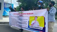 Sejumlah mahasiswa berdemonstrasi mendesak Kejati Riau mengambil alih penanganan korupsi jalan di Bengkalis. (Liputan6.com/M Syukur)