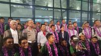 Timnas Indonesia U-22 tiba di Bandara Soekarno Hatta, Tangerang, Rabu (27/2/2019). (Bola.com/Benediktus Gerendo Pradigdo)
