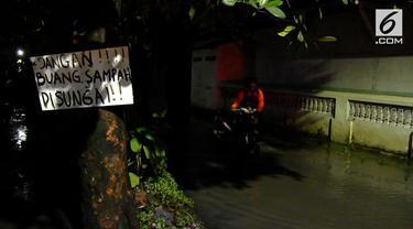 Ratusan rumah di dua desa di kabupaten Cirebon, Jawa Barat,  terendam banjir