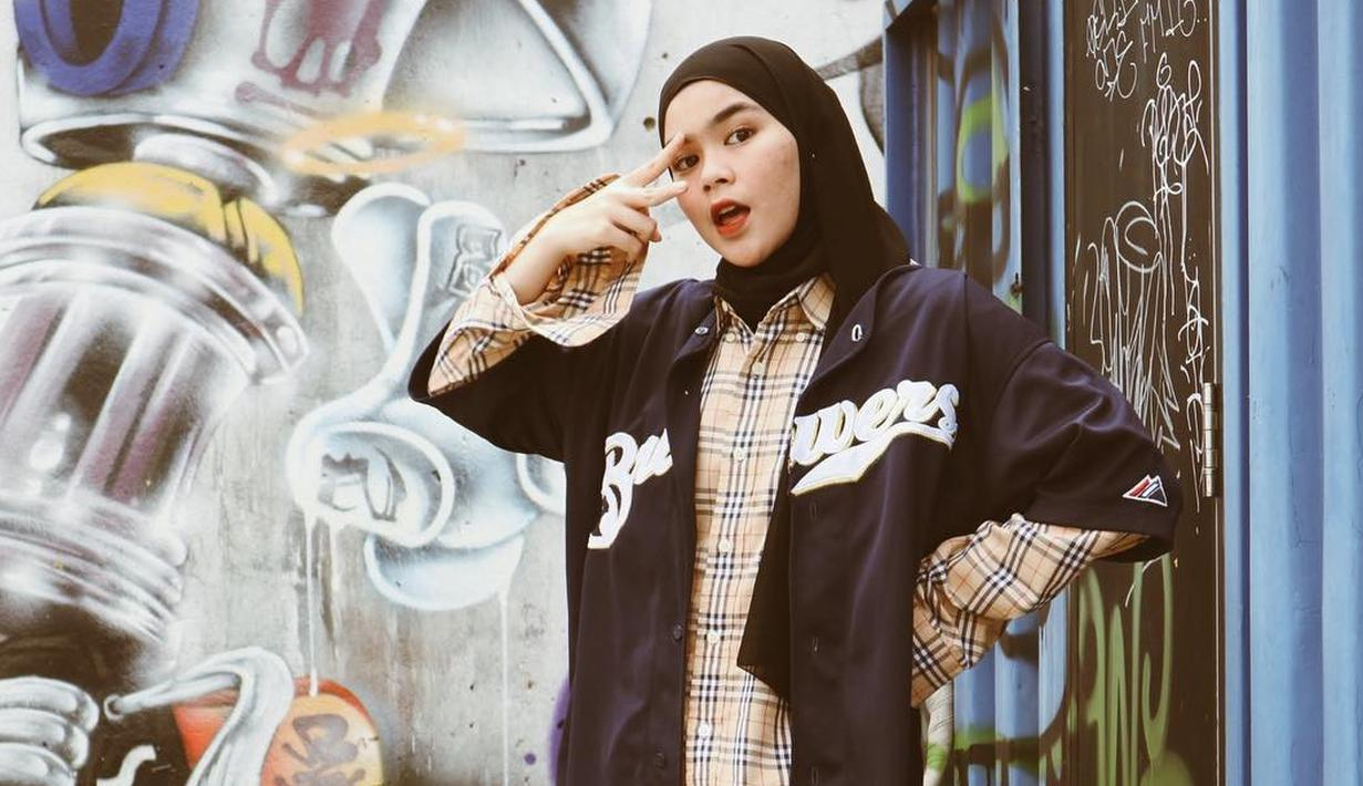 Salah satu mantan personel Blink, Sivia Azizah mengejutkan para penggemarnya. Lantaran ia memutuskan untuk mengenakan hijab. (Foto: instagram.com/siviazizah)