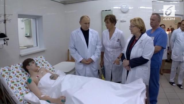 Presiden Rusia, Vladimir Putin kunjungi korban ledakan apartemen.