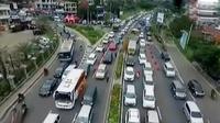 Antrean kendaraan ini sudah mulai mengular di gerbang Tol Ciawi sejak Sabtu pagi.