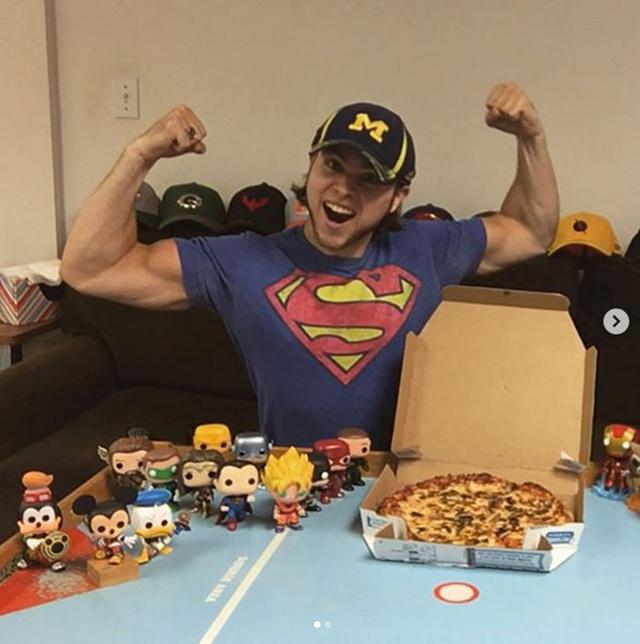Brian tetap memiliki tubuh sixpack walau ia makan pizza setiap hari/copyright odditycentral.com