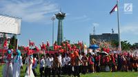 Sejumlah anak membawa patung hewan imajiner Warak saat mengikuti Karnaval Budaya Dugderan untuk menyambut datangnya bulan suci Ramadan di Lapangan Simpang Lima Semarang, Jumat (3/5/2019). Karnaval yang melibatkan kurang lebih 2.500 peserta itu digelar tanggal 3 Mei dan 4 Mei. (Liputan6.com/Gholib)
