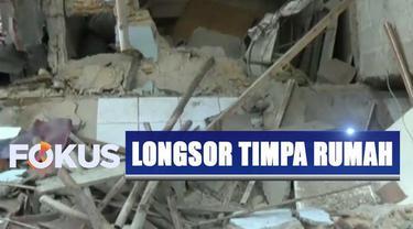 Berdasarkan data sementara, jumlah rumah yang rusak akibat longsoran turap mencapai tujuh rumah.
