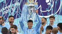 Pada tahun pertamanya bersama The Citizen, ia langsung dihadiahi dengan Piala Liga Primer Inggris musim 2020/2021. Selain itu ia juga mebukukan 32 gol dari 37 pertandingannya dan mengantarkan Manchester City hingga final Liga Champions. (Foto: AFP/)