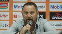 Pelatih Madura United Dejan Anconic. (Liputan6.com/Huyogo Simbolon)