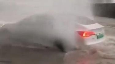Penampakan Tesla Model 3 Yang Menerjang Banjir.