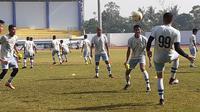 Persib B menjalani latihan di SPOrT Arcamanik, Bandung, Rabu (19/6/2019). (Bola.com/Erwin Snaz)