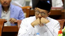 Menteri Agama Lukman Hakim Saifuddin saat rapat dengan Komisi VIII DPR di Jakarta, Senin (12/3). Komisi VIII melalui Panja dan Kementerian Agama menetapkan BPIH 2018 sebesar Rp 35.235.602 juta per jemaah. (Liputan6.com/JohanTallo)