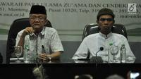 Ustaz Abdul Somad (kanan) dan Sekjen MUI Anwar Abas  saat menggelar konpers usai pertemuan di Kantor MUI, Jakarta, Rabu (21/8/2019). Ustaz Abdul Somad diundang MUI untuk klarifikasi atau tabayyun video ceramahnya yang viral karena dianggap menghina salah satu agama. (merdeka.com/Iqbal S. Nugroho)