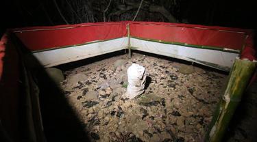 Makam keramat yang berada di Kabupaten Sumedang, menjadi bukti adanya cerita mistis yang menyatu pada masyarakat Sumedang, termasuk  sosok siluman Kera, yang bersemayam dipetilasan Gunung Padang Sumedang.