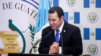 Presiden Guatemala Jimmy Morales memberi sambutan dalam upacara peresmian Kedubes Guatemala di Yerusalem, Rabu (16/5). Guatemela resmi memindahkan kedutaan besarnya di Israel dari Tel Aviv ke Yerusalem. (RONEN ZVULUN/POOL /AFP)