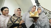 Rina Gunawan saat merayakan ulangtahunnya yang ke-45