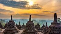 Berwisata ke Candi Borobudur kini terbilang mudah ditempuh dan relatif murah, apalagi sekarang ada maskapai yang memiliki rute penerbangan sangat lengkap.