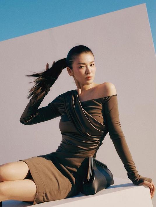 Song Hye Kyo selalu berhasil menunjukkan pesona dirinya dalam setiap pose dalam foto-fotonya. (Sumber Foto: Instagram/kyo1122)