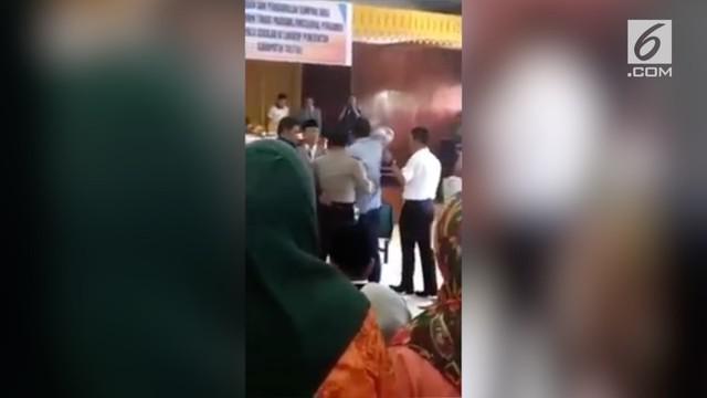 Wakil Bupati Tolitoli, Abdul Rahman Hi Budding mengamuk saat acara pelantikan pejabat SKPD Tolitoli.