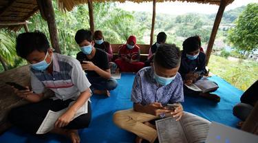XL Axiata mendukung pembelajaran jarak jauh dengan memberikan router yang bisa dipakai oleh 32 perangkat di sebuah desa di Sumatera Utara (Foto: XL Axiata)