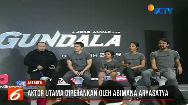 Sutradara Gundala Joko Anwar memperkenalkan para pemeran utama film Gundala.