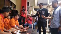 Tiga orang spesialis pencurian sepeda motor (curanmor) di Kota Palembang ditangkap Unit Ranmor Satreskrim Polrestabes Palembang Sumsel (Liputan6.com / Nefri Inge)