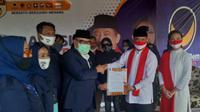 Partai Nasdem mendeklarasikan dukungan kepada pasangan bakal calon Wali Kota dan Wakil Wali Kota Tangerang Selatan (Tangsel), Muhamad-Rahayu Saraswati Djojohadikoesoemo di Lubana Sengkol, Tangerang Selatan, Selasa (1/9/2020). (Ist)
