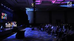 Suasana diskusi Hitmaker In Multiple Platform selama XYZ Day 2018 di The Hall, Senayan City, Jakarta, Rabu (25/4). Diskusi juga membahas konsep pembuatan film, program TV, dan konten media sosial yang disukai penonton. (Merdeka.com/Iqbal Nugroho)