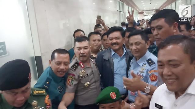 Hadi Tjahjanto disetujui komisi I DPR RI menjadi Panglima TNI menggantikan Jenderal Gatot Nurmantyo.