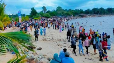 Kerumunan di lokasi wisata di Riau terjadi setelah lebaran Idul Fitri.