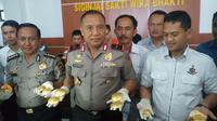 Polisi tangkap penadah emas dari penambangan ilegal di Jambi (Liputan6.com/Hanz Jimenez Salim)