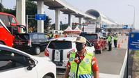 Jumlah kendaraan yang melanggar aturan Pembatasan Sosial Berskala Besar (PSBB) di Tol Jakarta Outer Ring Road seksi S (JORR-S) selama dua pekan terakhir telah berkurang. (Dok Hutama Karya)