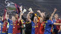 Gelandang Barcelona, Andres Iniesta, merayakan gelar juara Liga Champions di Stadion Olimpico, Roma, Rabu (27/5/20109). Sebanyak empat gelar Liga Champions diraihnya bersama La Blaugrana. (AFP/Lluis Gene)