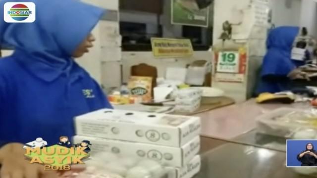 Pedagang telur asin khas Brebes, Jawa Tengah, diburu pemudik dari Jakarta.