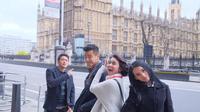 Dimas Anggara, Michelle Ziudith, Adila Fitri, dan Dion Wiyoko saat usai syuting London Love Story hari ke-delapan (sumber foto: Dok. Screenplay films)
