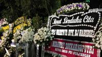 Karangan bunga di rumah Presiden ke-3 RI, BJ Habibie. (Ady Anugrahadi/Lipuytan6.com)