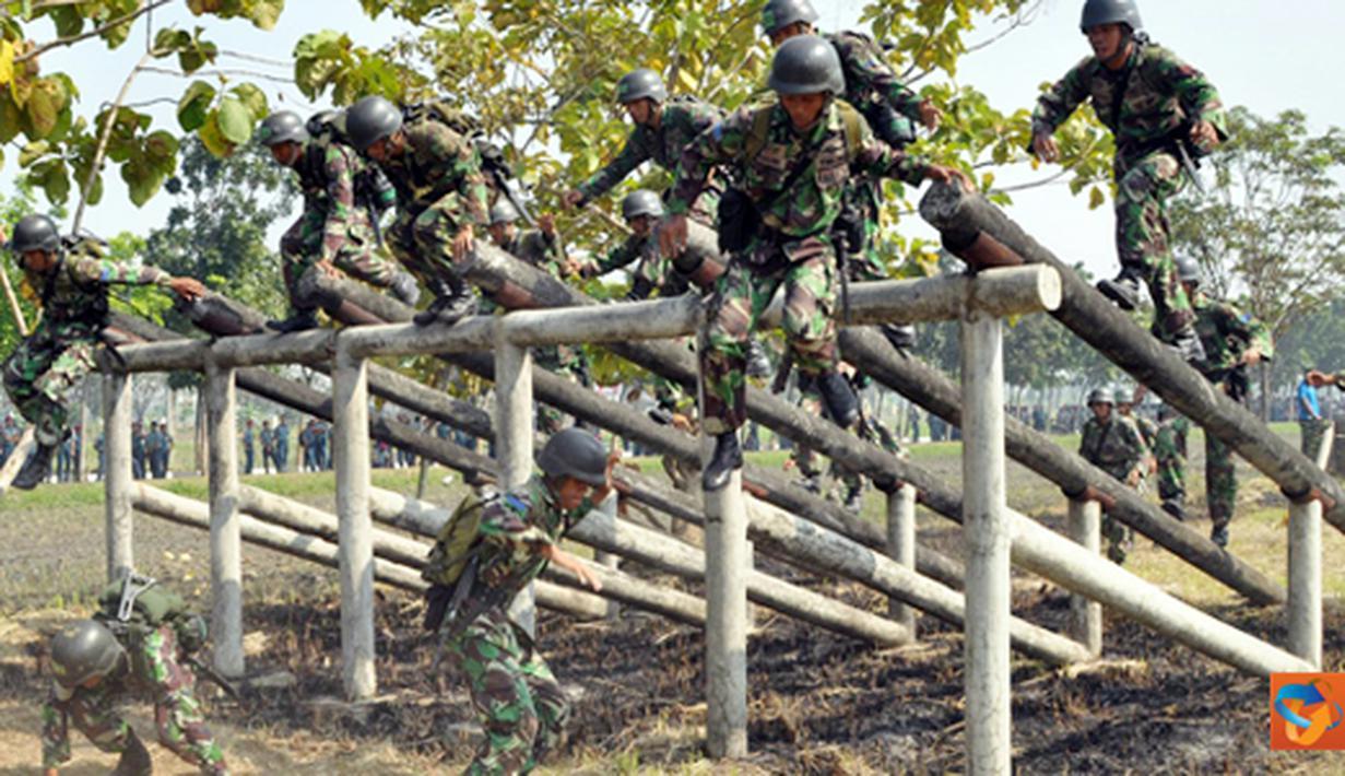Citizen6, Sidoarjo: Kegiatan lomba try out Halang Rintang ini disaksikan langsung oleh Komandan Pasmar-1 Brigadir Jenderal TNI (Mar) A. Faridz Washington. (Pengirim: Budi Abdillah)