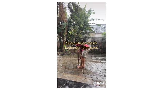 Pria Ini Hentikan Hujan dengan Sapu Lidi, Bawang Merah dan Cabe, Sulit Dipercaya