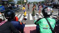 Kampanye Tertib Lalu Lintas ala Gadis-Gadis Cantik di Zebra Cross (Liputan6.com/Fajar Abrori).