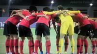 Timnas Korea Selatan U-23 sebelum melawan Iran pada laga 16 besar Asian Games 2018 di Stadion Wibawa Mukti, Cikarang, Kamis (23/8/2018). (Vidio.com)