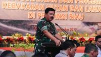 Panglima TNI Marsekal Hadi Tjahjanto memimpin rapat koordinasi penanganan Karhutla Riau. (Liputan6.com/M Syukur)