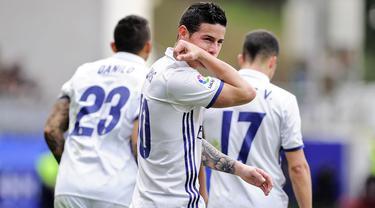 Selebrasi gol unik James Rodriguez saat Eibar vs Real Madrid (4/3/2017) di kompetisi La Liga Spanyol. (AFP/Ander Gillenea)
