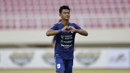 Pratama Arhan punya peran penting di skuad PSIS Semarang pada Piala Menpora 2021. Pemain berusia 19 tahun itu menjadi pilihan utama di sektor kiri pertahanan. (Bola.com/Arief Bagus)