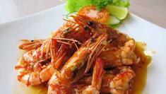 Jadikan udang asam pedas sebagai hidangan favorit keluarga. Ini resepnya! (Via: resepmasakanindonesia.me)