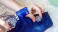 Hilangkan noda putih bekas deodoran dengan bahan rumahan. (Foto: Bright Side)