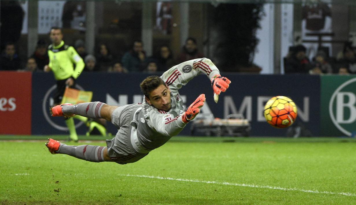 Gianluigi Donnarumma melakukan debut untuk AC Milan saat berusia 16 tahun 8 bulan. Ini adalah musim keduanya tampil tampil menjaga mistar AC Milan. (AFP/Olivier Morin)