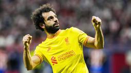 Tampil di kandang lawan, The Reds coba mengambil inisiatif serangan sejak bola digulirkan. Hasilnya Liverpool memimpin 2-0 dalam tempo 13 menit lewat gol Mohamed Salah di menit kesembilan serta Naby Keita empat menit kemudian. (AP/Manu Fernandez)